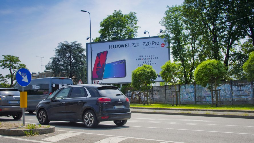Advertising posters IGPDecaux Milan Spectacular for Huawei