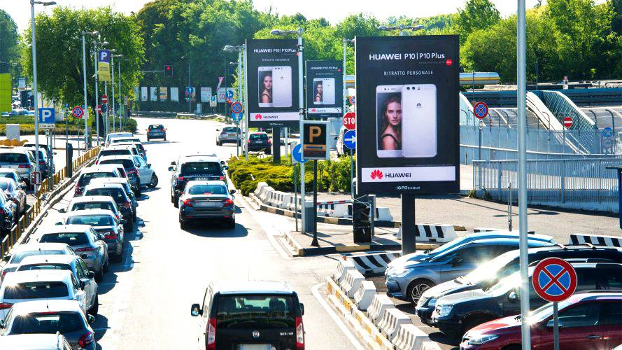 Airport advertising IGPDecaux 8sq m at Linate for Huawei