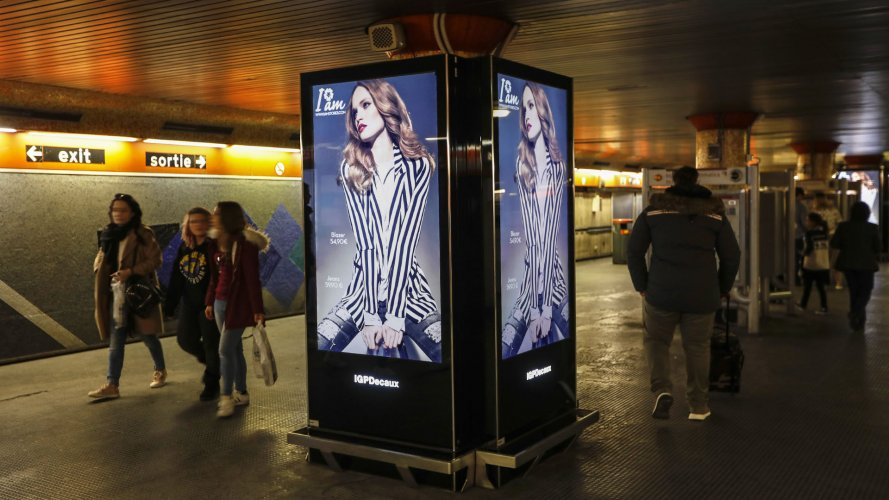Pubblicità metro Roma circuito digital per I'm Stores IGPDecaux