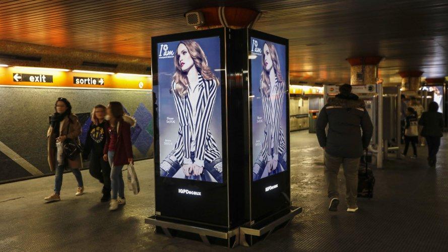 Underground advertising Rome Underground Vision Network for I am Stores IGPDecaux
