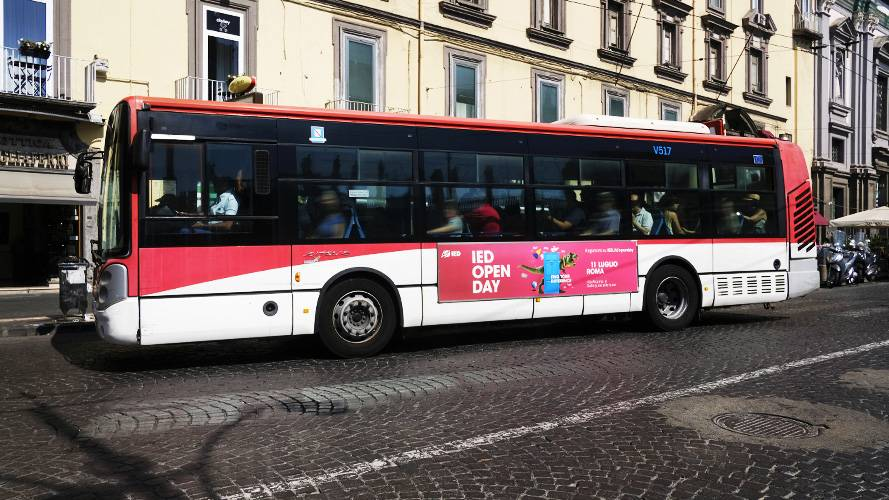 IGPDecaux Out of Home advertising a Napoli Side Banner per IED