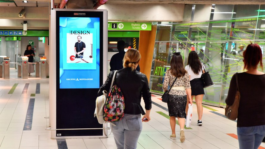 OOH IGPDecaux Underground Vision Network in Milan for Mondadori
