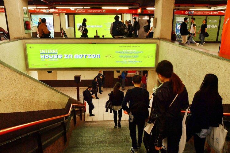 Pubblicità metro Milano IGPDecaux Area Station Domination per Mondadori