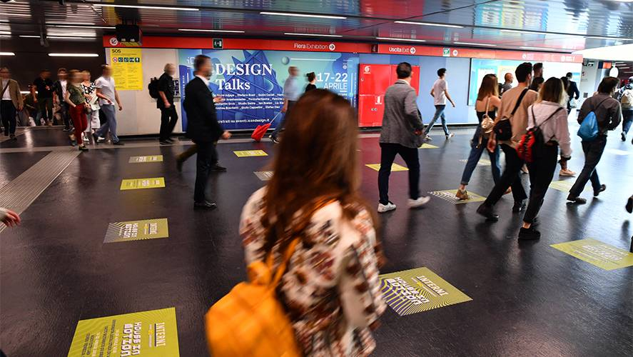 IGPDecaux Out of Home advertising in Milan Station Domination for Mondadori
