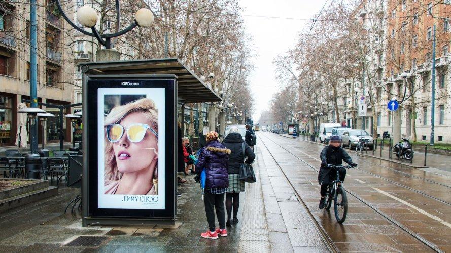 Pubblicità sulle pensiline IGPDecaux pensiline digitali a Milano per Jimmy Choo Eyewear