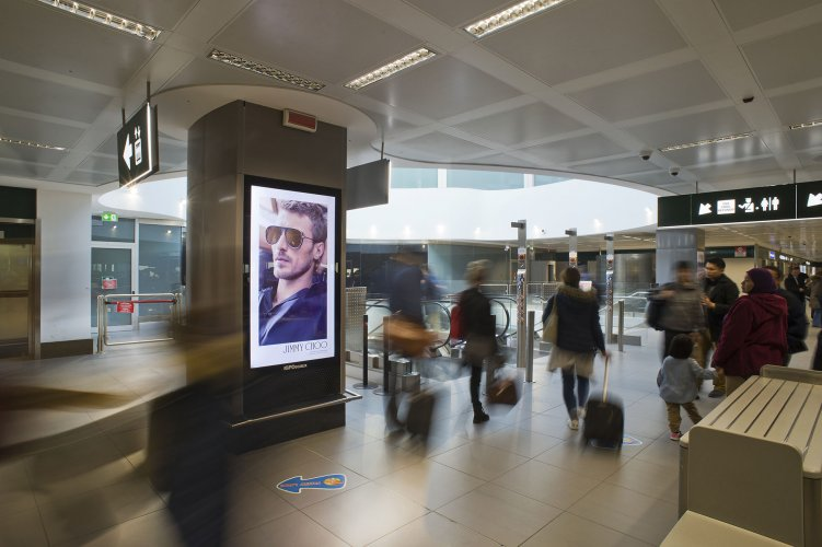 Out of Home IGPDecaux airport Vision network at Malpensa for Jimmy Choo