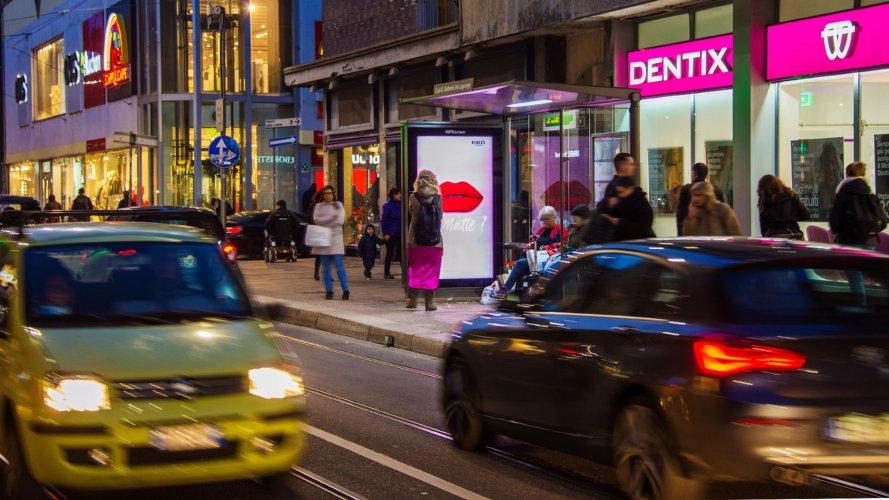 Pubblicità pensiline a Milano IGPDecaux pensiline digitali per Kiko