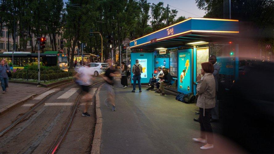 Pubblicità sulle pensiline IGPDecaux a Milano Brand Pensilina per Lavazza