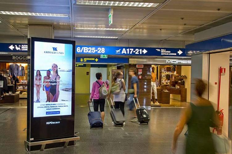 Pubblicità aeroporto Linate Network Vision Aeroporto per Grimaldi Lines IGPDecaux