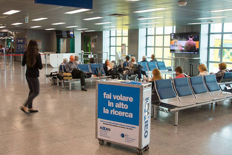 Airport advertising IGPDecaux Sampling at Linate for Ieo