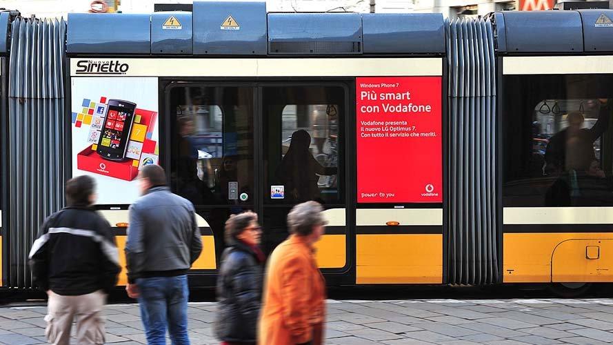 Pubblicità Out Of Home IGPDecaux Milano adesive portrait per Vodafone