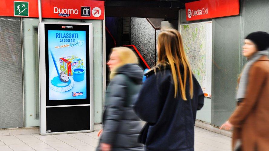 Pubblicità Out Of Home Milano Network Vision Metropolitana per Mapa Spontex IGPDecaux