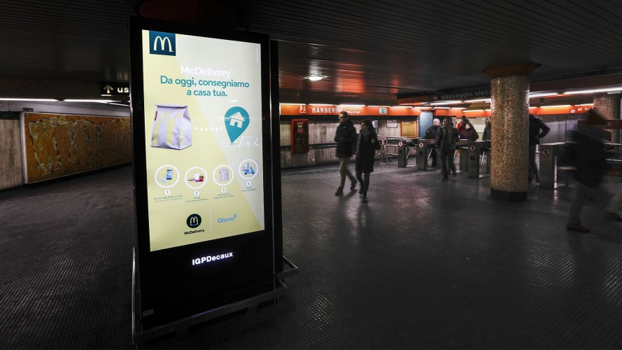 Digital Out Of Home Roma Network Vision Metropolitana IGPDecaux per Mc Donalds
