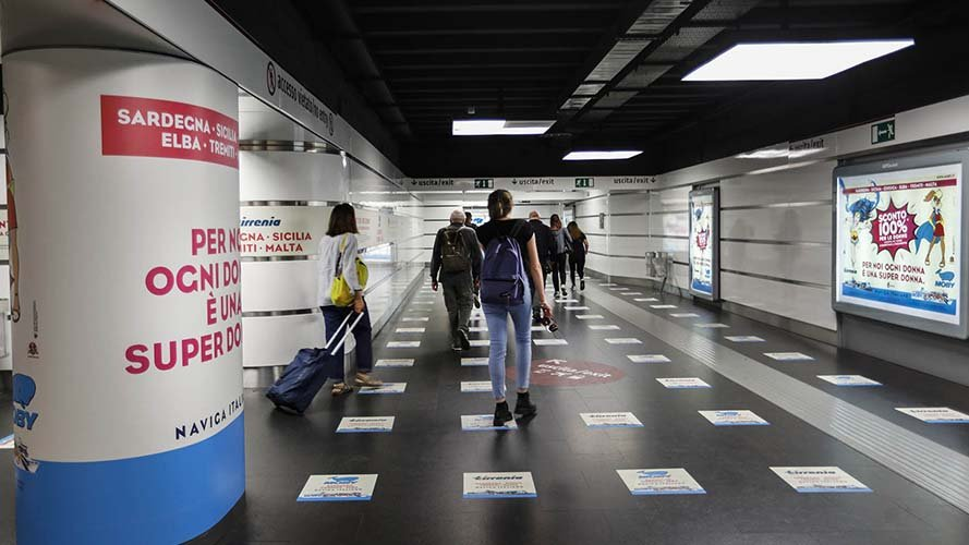 Pubblicità in metropolitana a Roma IGPDecaux area station domination Moby Lines
