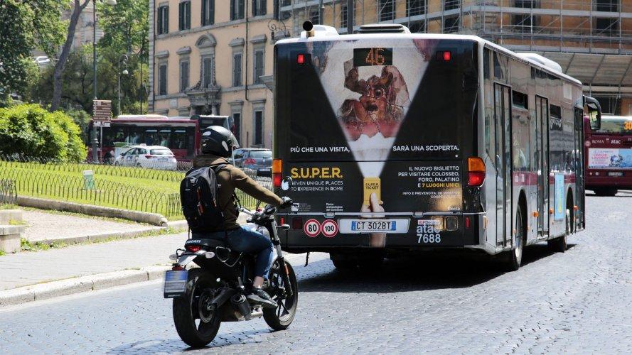 Pubblicità dinamica autobus IGPDecaux FullBack Roma Mondadori