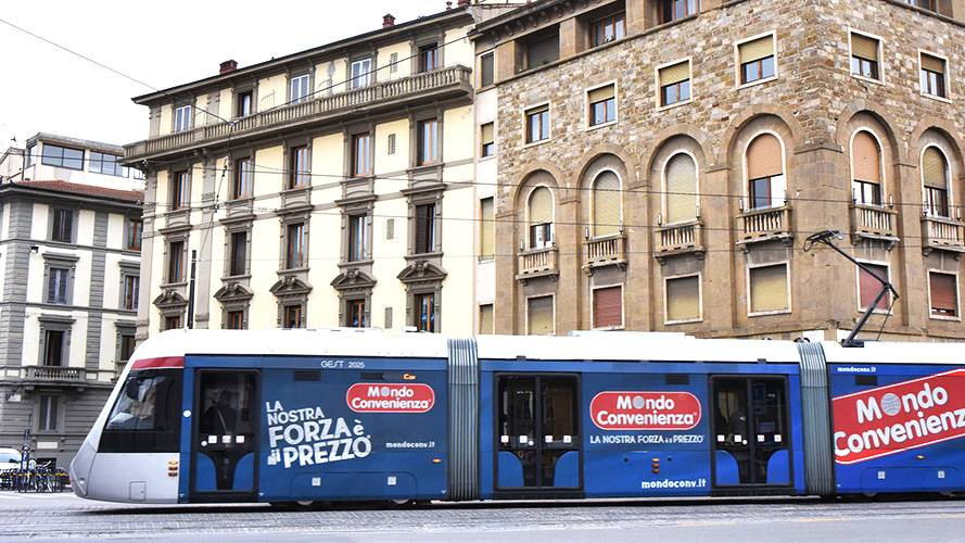 OOH advertising IGPDecaux Full-Wrap in Florence for Mondo Convenienza