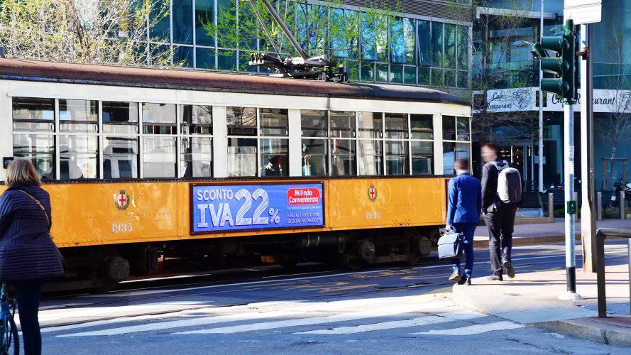 Pubblicità sui tram Milano IGPDecaux Side Banner per Mondo Convenienza