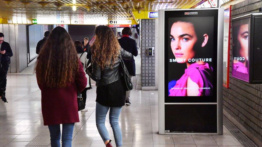 dooh media IGPDecaux Network Vision Metropolitana a Milano per Motivi
