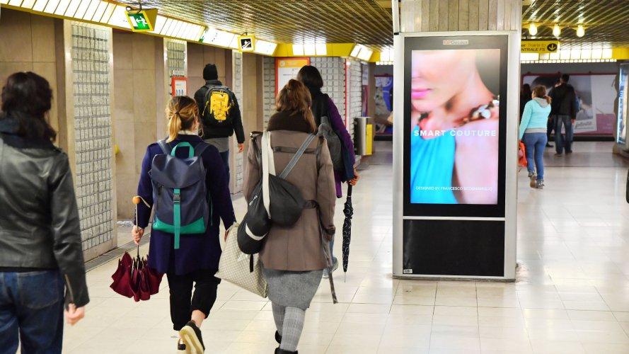 Underground advertising Milan Underground Vision Network IGPDecaux for Motivi
