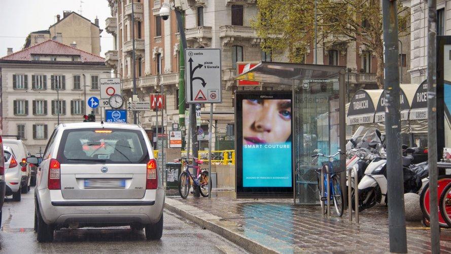 Pubblicità Milano IGPDecaux pensiline digitali per Motivi