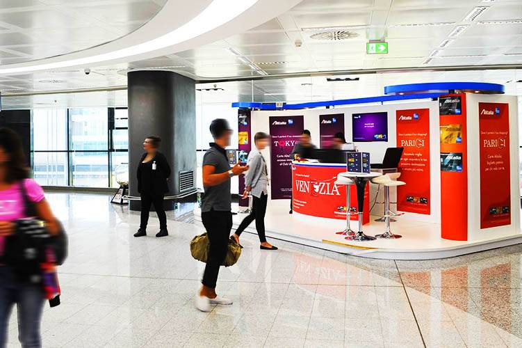 IGPDecaux airport advertising Exhibition area at Malpensa for American Express