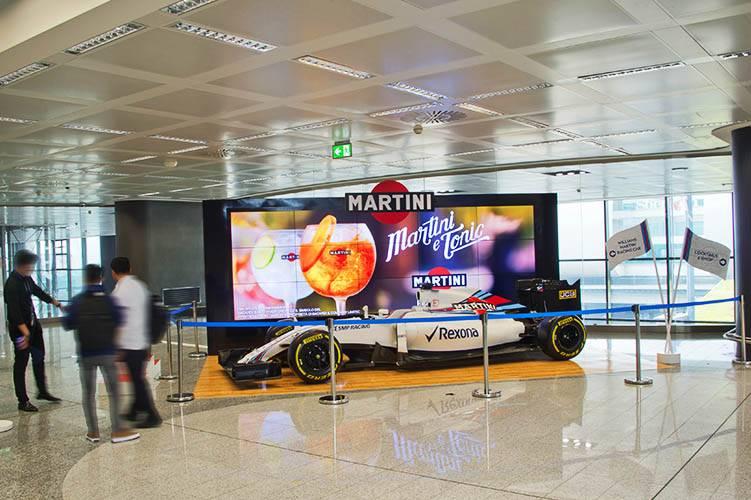 Malpensa aeroporto pubblicità IGPDecaux area espositiva per Martini