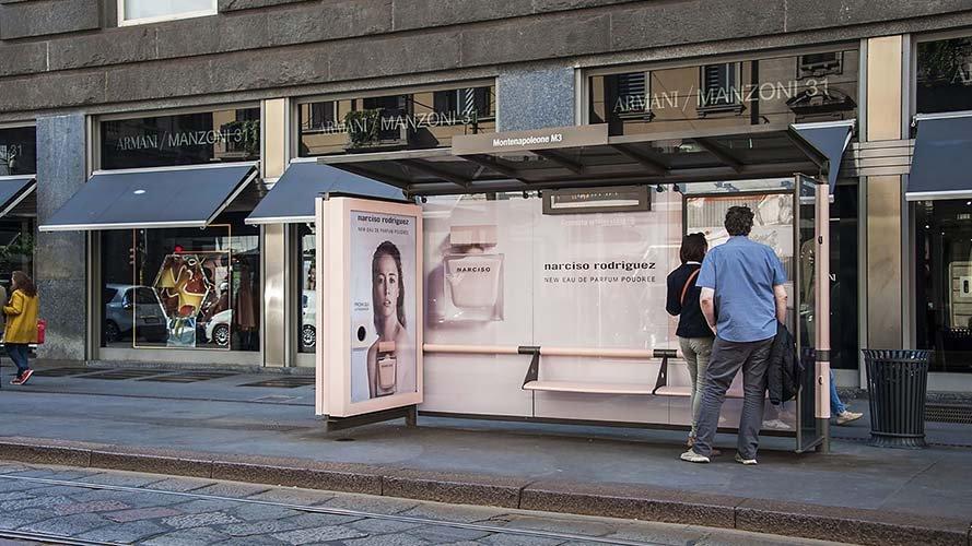 Pubblicità pensiline IGPDecaux brand pensilina per NArciso Rodriguez a Milano