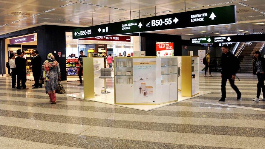 Pubblicità in aeroporto IGPDecaux temporary a Malpensa per Obey Your Body