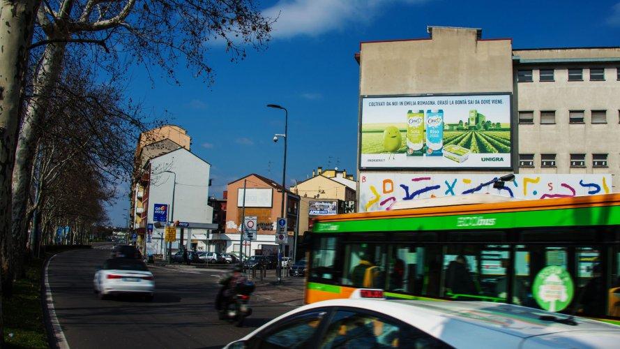 Billboards in Milan IGPDecaux spectacular for OraSì