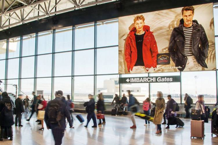 Airports advertising IGPDecaux Backlight at Malpensa for Paul&Shark