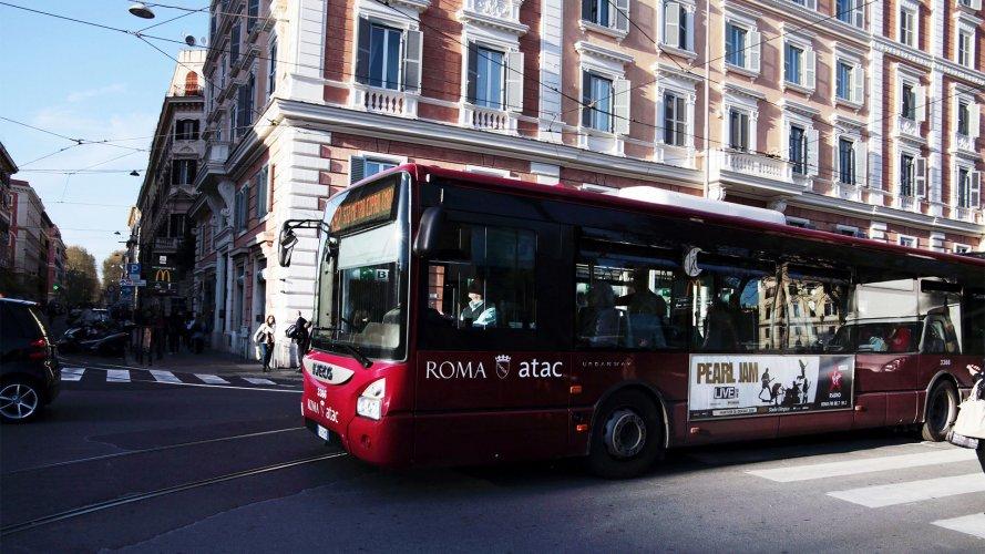 Pubblicità bus IGPDecaux a Roma Side Banner per Virgin Radio