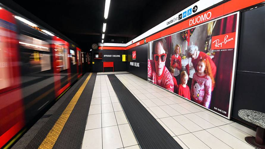 OOH advertising IGPDecaux Area station domination in Milan for Ray-Ban