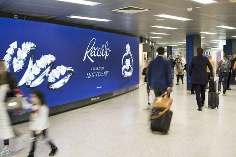 Spazi pubblicitari aeroporto Linate IGPDecaux Impianto retroilluminato per Recarlo