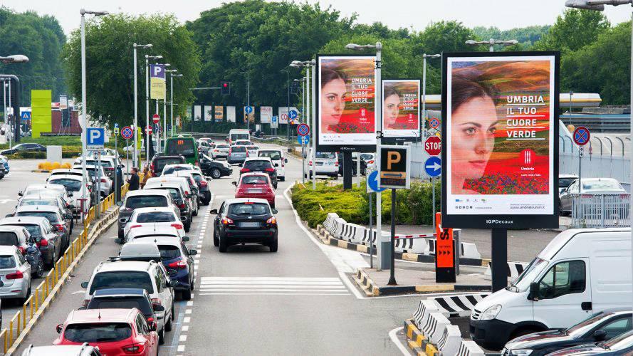 Aeroporto Linate pubblicità IGPDecaux 8MQ Regione Umbria