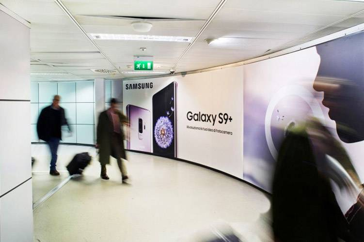Airport Linate advertising IGPDecaux Backlight for Samsung