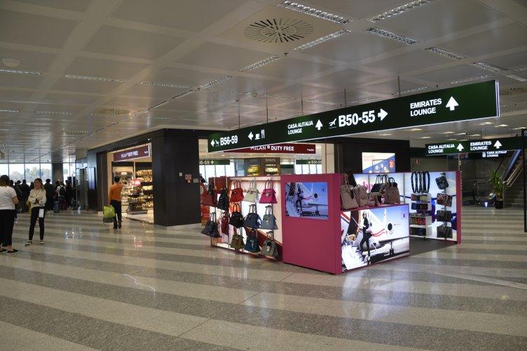 Pubblicità aeroporto Malpensa IGPDecaux temporary per Save My Bag