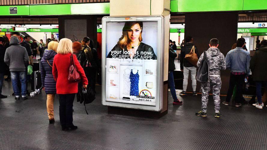 Pubblicità Milano circuito a copertura portrait per Scarpe e Scarpe IGPDecaux