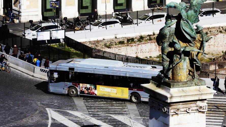 Comunicazione esterna IGPDecaux Adesiva Landscape a Roma per Sconnessi