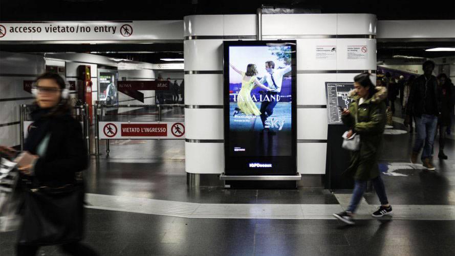 Pubblicità metro Roma IGPDecaux circuito digital per Sky Brand