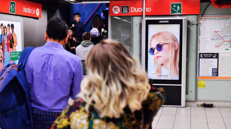Pubblicità metro Milano IGPDecaux Circuito Digital per Slam Jam