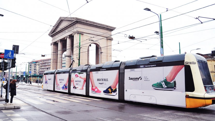 Outdoor advertising in Milan Full-Wrap for Soucony IGPDecaux