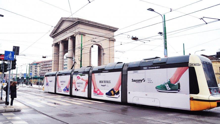 Pubblicità esterna a Milano Full-Wrap per Soucony IGPDecaux