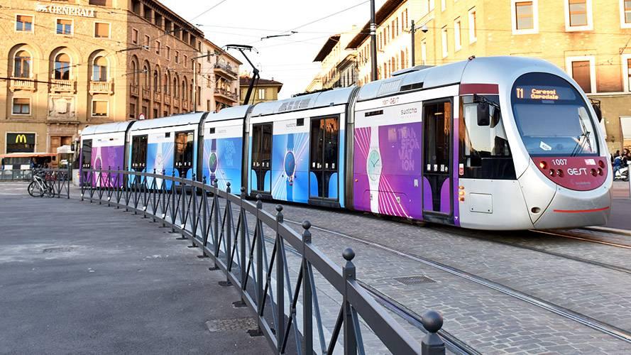 Pubblicità IGPDecaux Full-Wrap a Firenze per Swatch