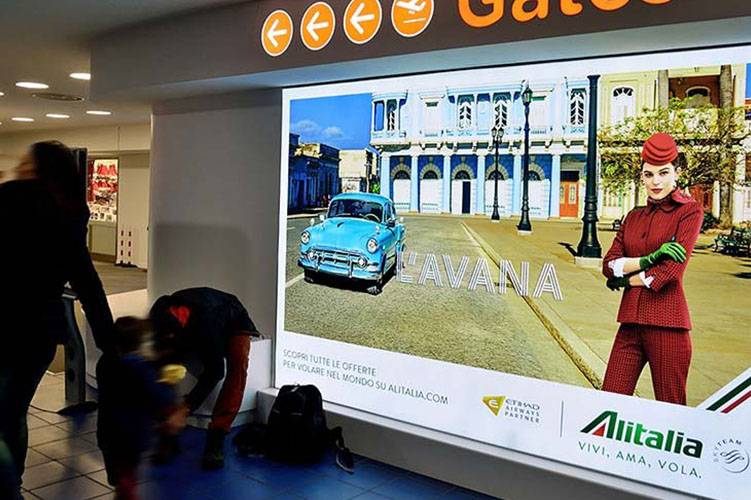 Airport Advertising Turin Caselle IGPDecaux backlight for Alitalia
