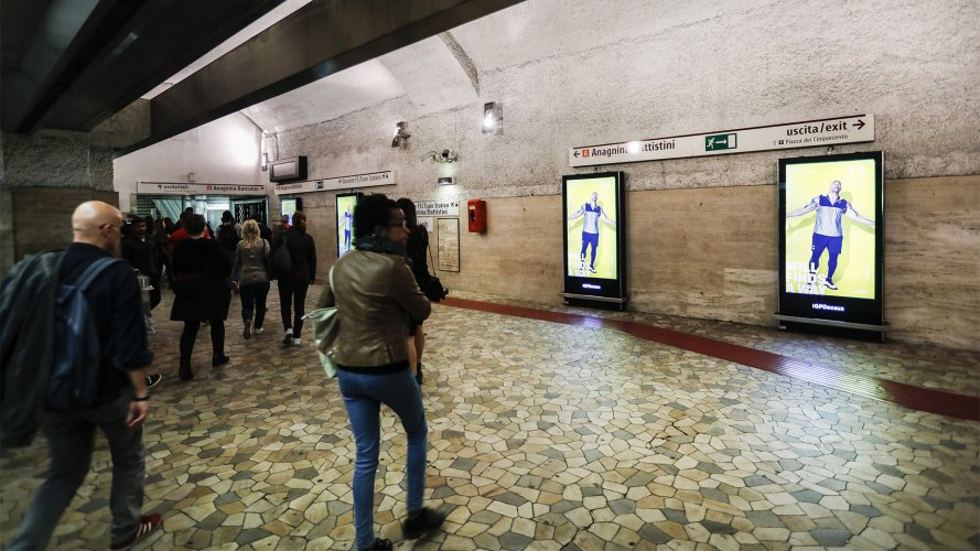 dooh advertising IGPDecaux Network Vision Metropolitana a Roma per Under Armour