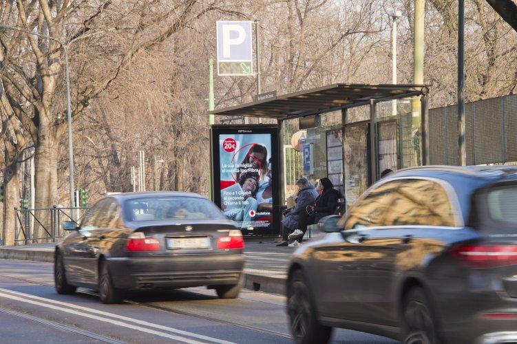 Pubblicità esterna Milano pensiline digitali per Vodafone IGPDecaux