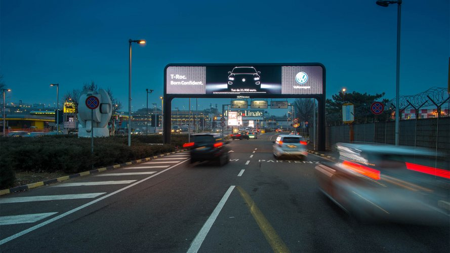 Linate airport advertising digital gate IGPDecaux for Volkswagen