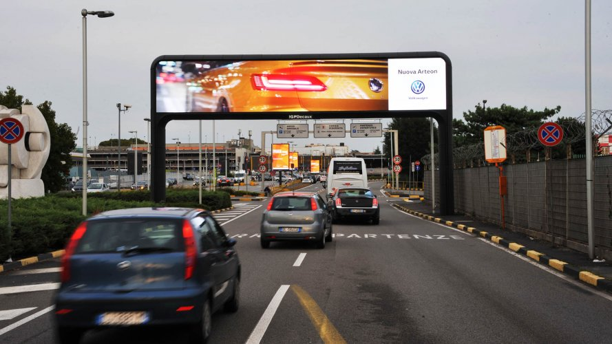 Outdoor advertising IGPDecaux digital gate at Linate for Volkswagen
