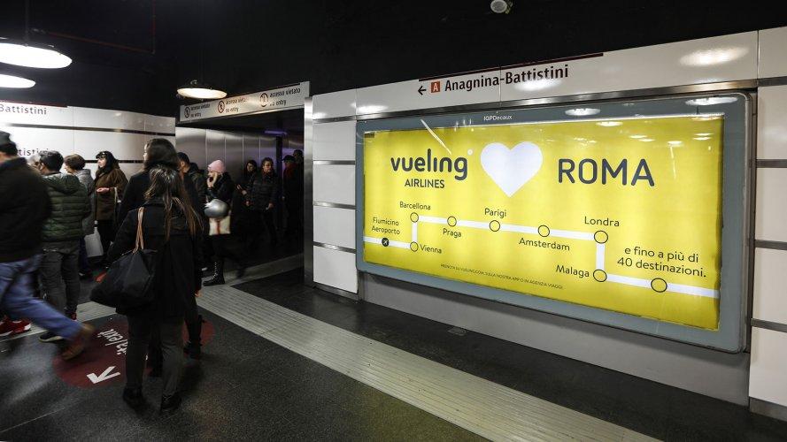 Pubblicità metropolitana Roma IGPDecaux Circuito a Copertura Landscape per Vueling