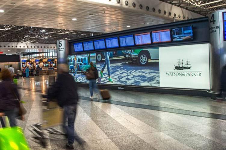 Pubblicità aeroporti IGPDecaux Impianto retroilluminato a Malpensa per Watson&Parker